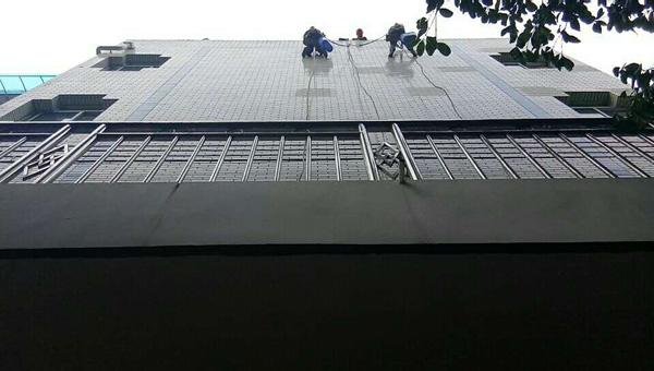 2018年9月28日建委外墙除漆由重庆美万家保洁服务有限公司承接并保值完成,取得甲方认同与好评!